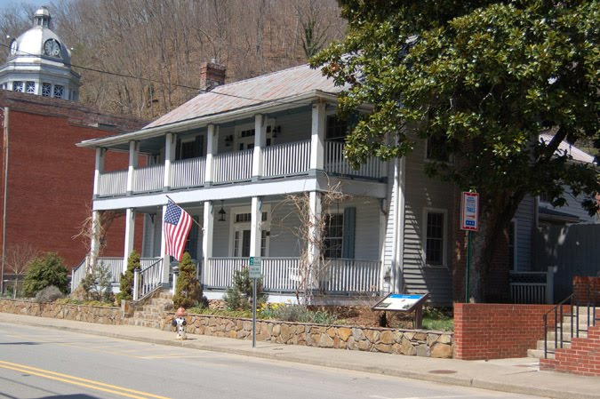 Colonel Lawrence Allen House in Marshall.jpg