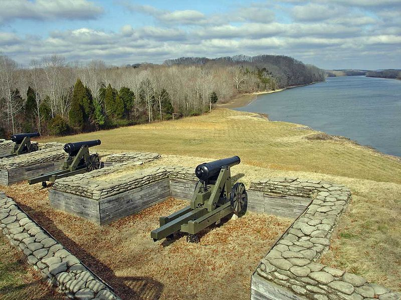 Fort Donelson River Battery Cannon.jpg