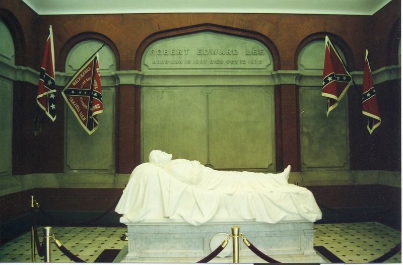 General Robert E. Lee Monument.jpg
